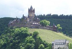 Die Burg Cochem ist auf Ihrer Weinreise an der Mosel eine wichtige Station.